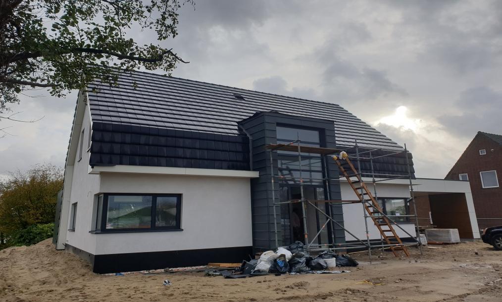 Voorgevel tijdens bouw energieneutrale woning Aalsmeer tijdens bouwwerkzaamheden