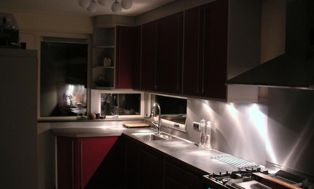 Uitbreiding keuken als onderdeel van uitbouw en nieuwe verbinging woonkamer