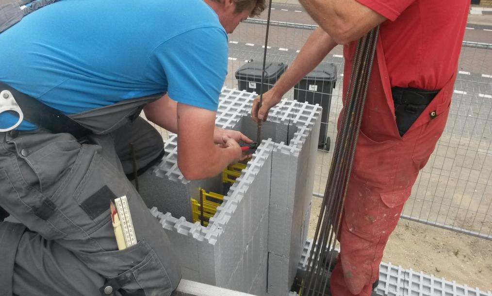 Werkin uitvoering met de innovatieve bouwblokken