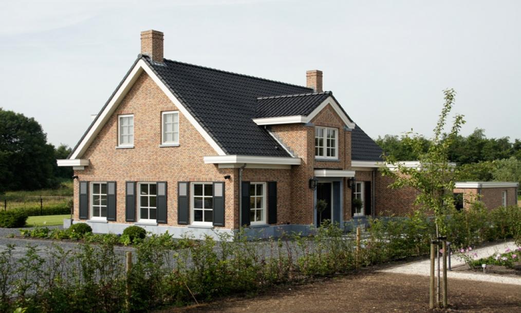 Voorzijde landelijke woning te Delfgauw met hoog detailniveau.jpg